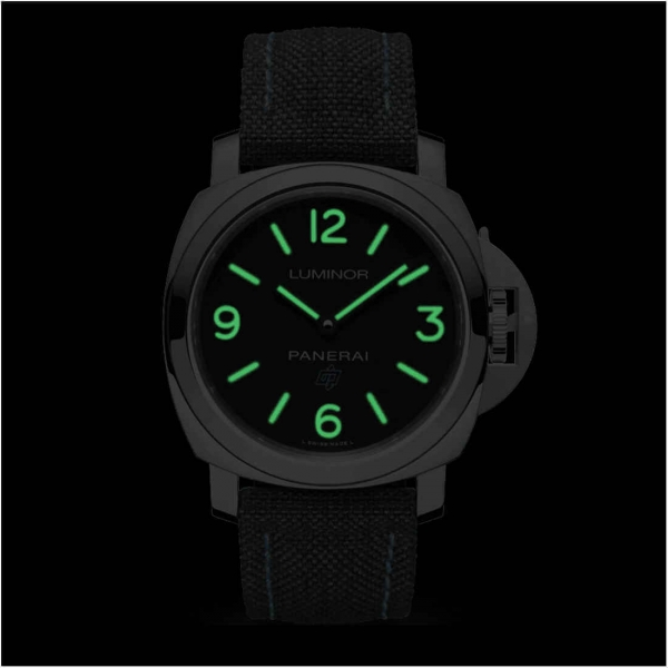 Panerai Luminor Base Logo Modell PAM00774 Zifferblatt bei Dunkelheit