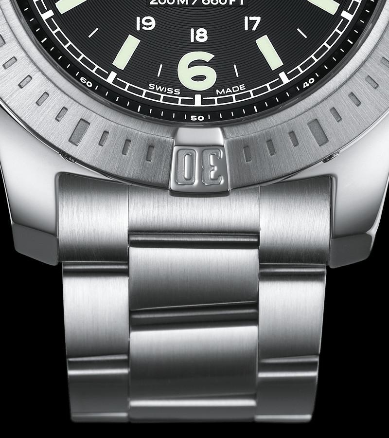 breitling-colt-quarz-44-a7438811-bd45-173a-armband