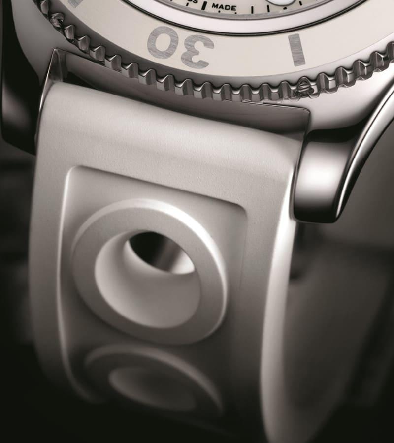 breitling-superocean-ii-36-a17312d2-a775-230s-armband