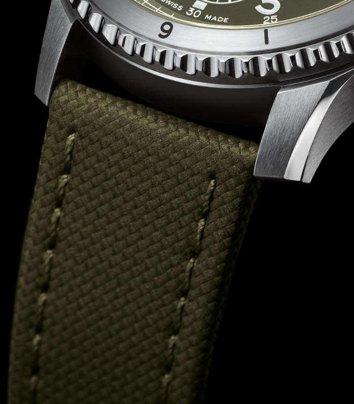 breitling-aviator-8-chronograph-a133161a1l1x2-armband
