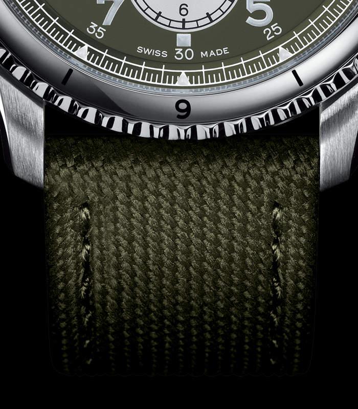 breitling-aviator-8-b01-chronograph-armband