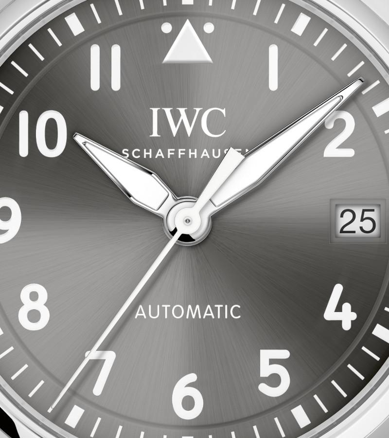 iwc-pilots-watch-36-iw324001-zifferblatt