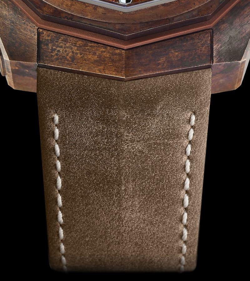 corum-admiral-ac-one-chronograph-a116-03210-armband